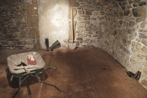Installation sous la voûte du Caveau